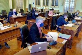 El Parlament pide congelar los recibos de la Seguridad Social y devolver el aumento de noviembre a los autónomos