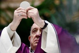 Sin pinchazo no hay trabajo: el Vaticano se pone duro contra los antivacunas