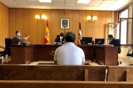 Condenado por robar una botella y agredir a dos porteros en una discoteca de Palma