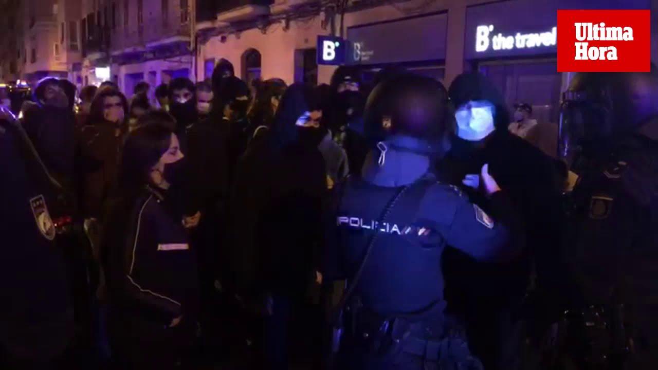 Protesta en Palma por la libertad de Pablo Hasél ante una gran presencia policial