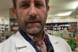 Bauzá ejerce de político «ejemplar» y renuncia a vacunarse en su farmacia