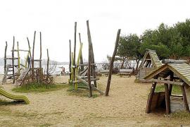 Costas autoriza ahora los parques infantiles en las playas del Port de Pollença