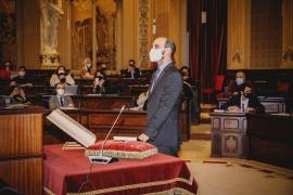 Carles Bona promete como nuevo diputado del PSIB en el Parlament en sustitución de Mercedes Garrido