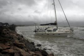 El temporal de viento y lluvia de ayer provoca numerosos incidentes en Mallorca