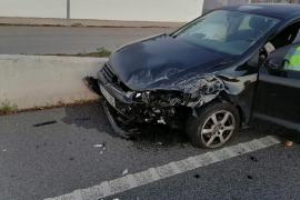 Dos heridos al colisionar un coche y una furgoneta en Palmanyola