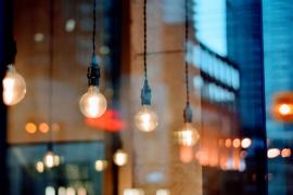 La factura de la luz baja un 21 % en febrero