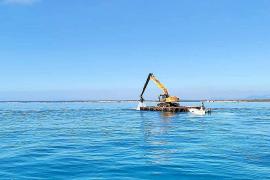 El misterioso caso de la excavadora flotante de es Trenc