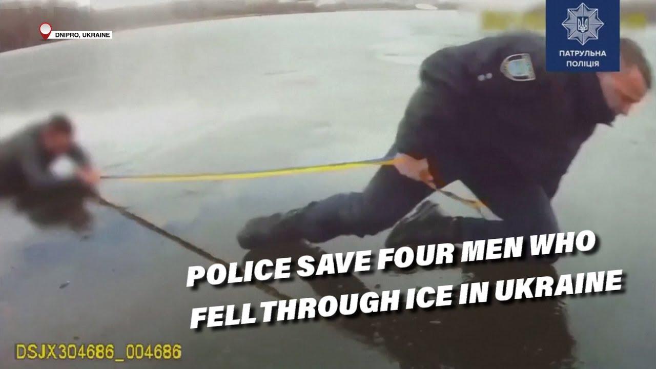 La policía salva a cuatro personas que se hundieron en el hielo en Ucrania
