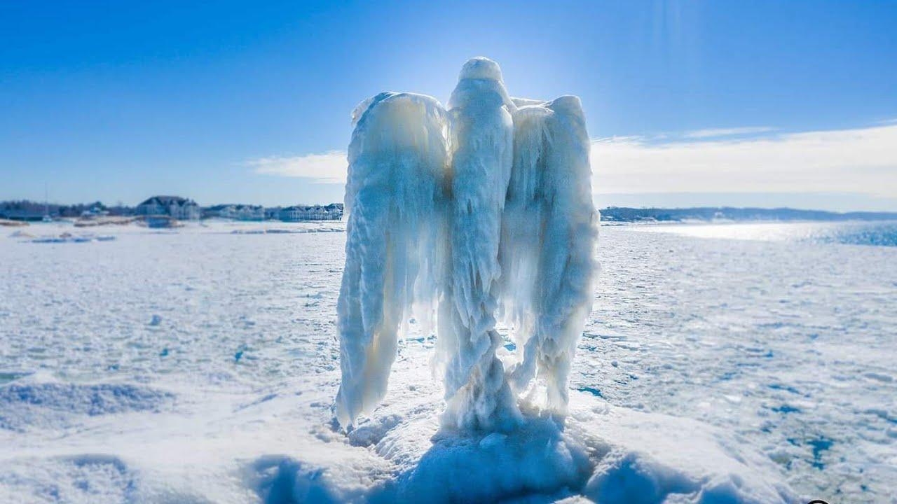Aparece un ángel de hielo en Michigan