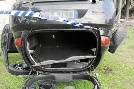 Desvalijan en una noche el coche que volcó con cuatro jóvenes en Camp de Mar
