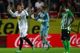 El Sevilla borró al Betis en la primera mitad y goleó en el derbi