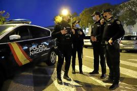 Cinco detenidos en Palma por agredir a dos hombres de madrugada para robarles