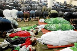 Israel y Hamas negocian una tregua tras más de un centenar de muertos en Gaza