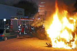 Investigan el incendio de una furgoneta en Son Castelló