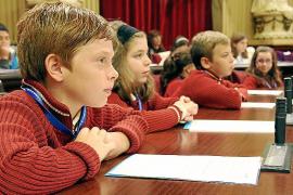 Los niños 'toman' el Parlament por los derechos de la infancia