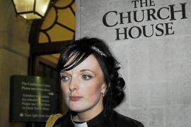 La Iglesia de Inglaterra cierra sus puertas a las mujeres obispos