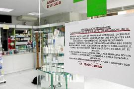 Los farmacéuticos continúan sin cobrar la deuda del Govern