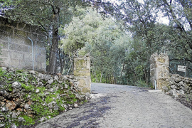 El propietario de la Empeltada retira su barrera de la carretera vieja de Lluc