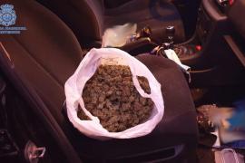 Un narco que escondía droga en su coche en Palma se apea al ver un control policial