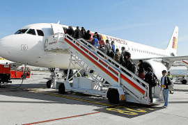 El comité intercentros de Iberia critica la estrategia de la compañía para reducir costes