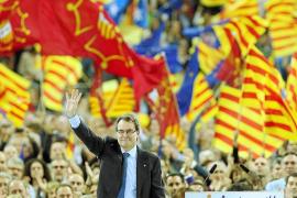 Catalunya cierra la campaña electoral más decisiva y tensa de su historia