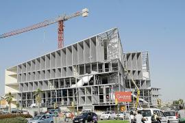 Las patronales exigen al Govern una solución para acabar las obras del Palacio de Congresos