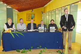 Pere Bonnín presenta en sa Pobla las 'cabòries' de la finca El Teix