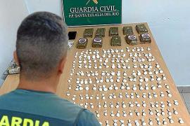 Los agentes intervinieron 204 dosis de cocaína y diez pastillas de hachís