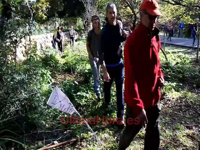 Pro Camins Públics disuelve su marcha a las puertas de la finca del alcalde de Pollença