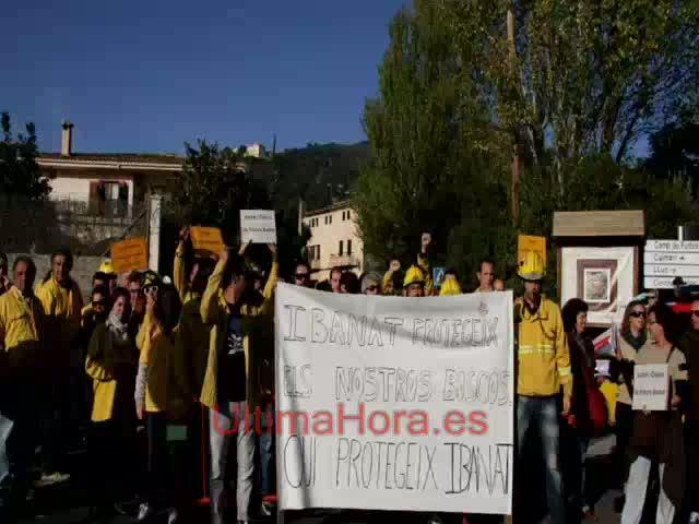 Protesta de los trabajadores del Ibanat contra los despidos