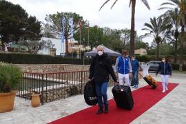 Llegan los primeros 200 turistas al Robinson Club Cala Serena