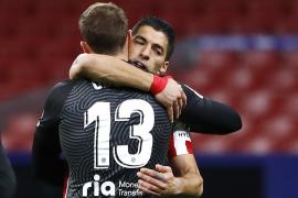 Oblak y Suárez sostienen al Atlético