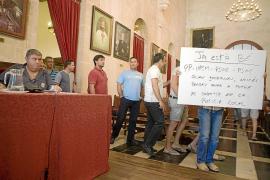 Una edil de Ciutadella llama «gentuza y lobos carroñeros» a los sindicatos