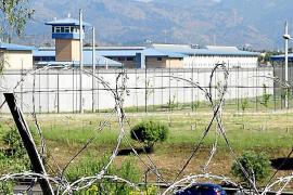 Condenado un preso por clavar un mango de fregona roto a su compañero de celda