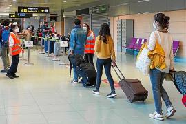 Singular inicio de la temporada de verano en el aeropuerto de Ibiza