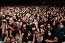 Love of Lesbian congrega a 5.000 personas en el primer concierto masivo en pandemia