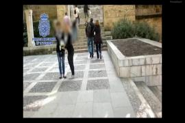 La Policía incauta a la banda de claveleras desarticulada dinero, marihuana, armas y lotería