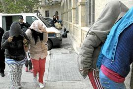 La policía blinda los juzgados ante la llegada del clan de las 'claveleras'