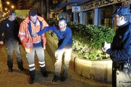 Tres atracadores rompen la mandíbula a un hombre para robarle en la calle Industria