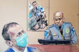 El médico que certificó la muerte de Floyd sostiene que falleció por asfixia