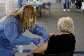 Sanidad amplía la vacunación con AstraZeneca a las personas de entre 60 y 69 años