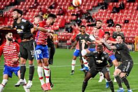 El United apaga la fe del Granada y el Villarreal toma ventaja en Kiev