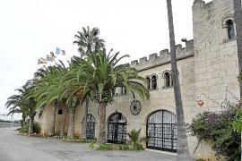 El emblemático castillo turístico de Alorda cierra su puertas y sale a la venta