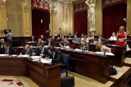 El Govern asegura que tiene «encima de la mesa» la reducción de parlamentarios
