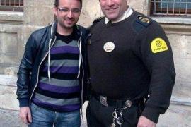 El guardia de seguridad de los Juzgados de Palma, con El Follonero
