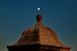 'La Seu' y la luna - no hay distancia en el mundo.