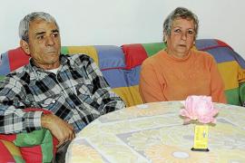«Mi marido se estaba muriendo y los vecinos no quisieron ni abrirme la puerta»