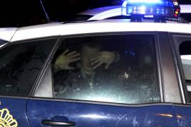 Un conductor que quintuplicó la tasa de alcohol agrede a dos policías en Son Castelló