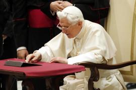 """El Papa envió su primer tuit y se une """"con alegría"""" a la red de Twitter"""