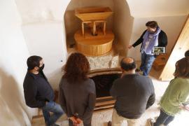 Los molinos de Galatzó vuelven a moler tras su restauración